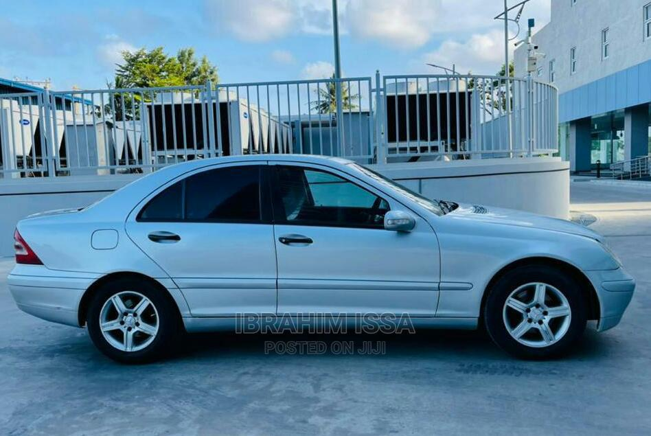 Archive: Mercedes-Benz CLA-Class 2005 Silver