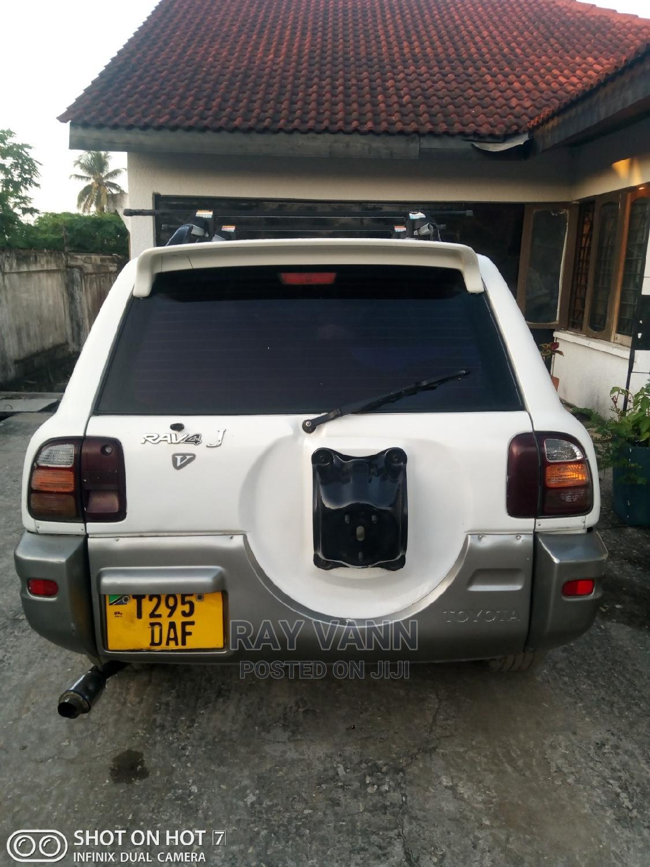 Archive: Toyota RAV4 1999 White