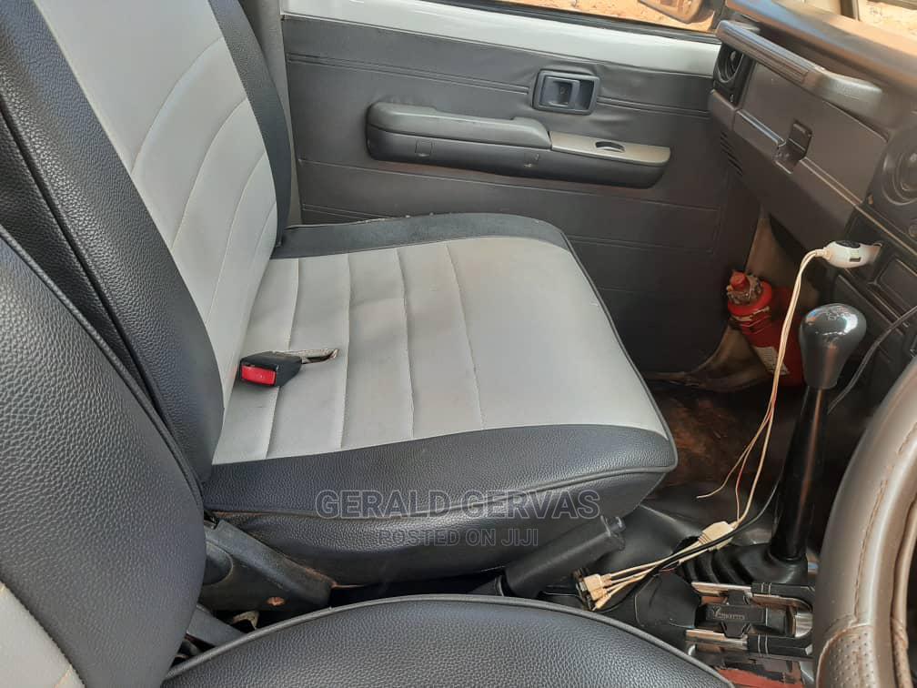 Archive: Toyota Land Cruiser 2009 4.0 V6 GX White