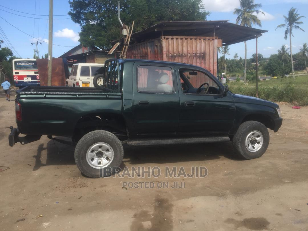 Archive: Toyota Hilux 1998 Green