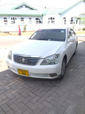 Toyota Crown 2004 White | Cars for sale in Mwanza Region, Nyamagana