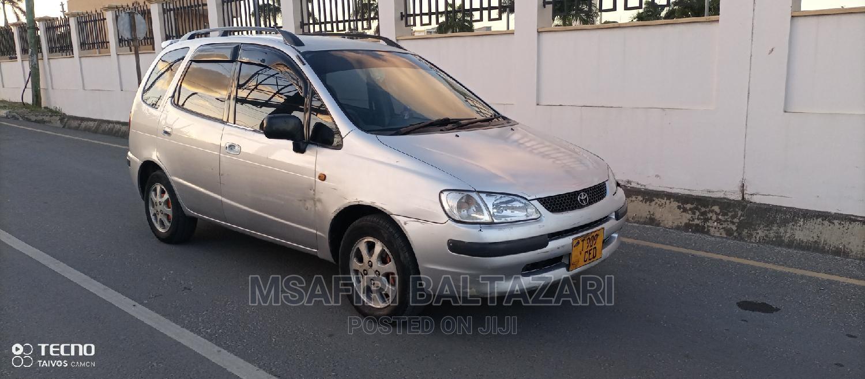 Archive: Toyota Corolla Spacio 2000 Silver
