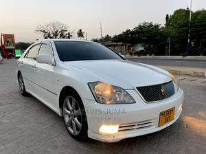 Toyota Crown 2005 Royale White   Cars for sale in Dar es Salaam, Kinondoni